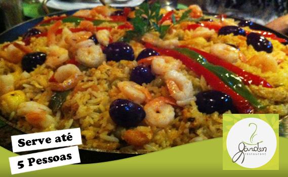 MUITOS FRUTOS DO MAR! 1 Paella Valenciana que serve bem até 5 (CINCO) pessoas no Garden Restaurante por Apenas R$ 89,99! Divida em até 12x*