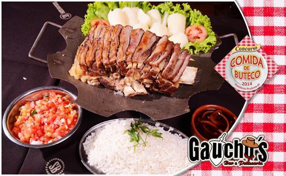 MAIS DE 3kg PORÇÃO! Costelão Assado Fatiado (1,5kg) + Mandioca (850g) + Arroz (500g) + Vinagrete (200g), Farofa (100g) e Molho por R$ 35,90 no Gaúcho's Bar