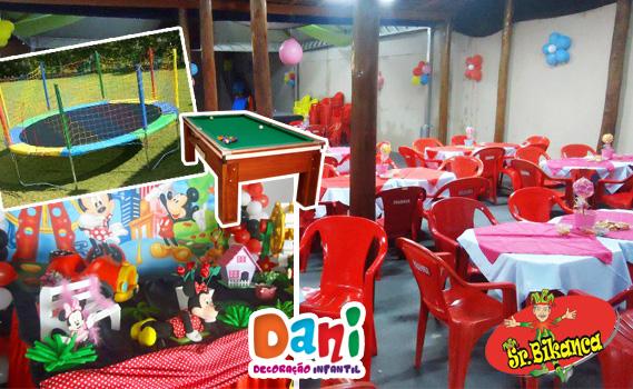 Espaço de festas (até 100 pessoas sentadas) + Decoração Completa + Cama Elástica, Sinuca, Mesas, Churrasqueira, Freezers por R$ 299,90. Use até dezembro!