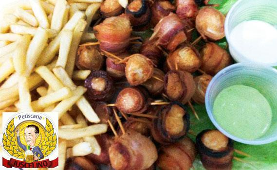 ENORME E IRRESISTÍVEL. 1,4 Kg de Porção: Medalhão de Frango (01 kg) + Batata Frita (400g) + Molho Verde + Molho de Alho. Serve bem 04 Pessoas