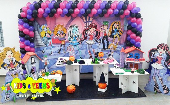 Garanta já a Decoração! 01 Decoração Infantil Provençal: Painel (2 m), Peças do Tema, 2 Peças de Chão, 4 Mesas Brancas, 2 Bandejas, 200 balões e Cesto de Presentes